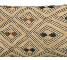 1523P    A   20TH  CENTURY  ARAFFIA  VELVET  TEXTILE  PILLOW 21 X 11