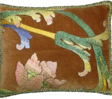 1546P   A 18TH CENTURY  FLORENTINE  TAPESTRY  PILLOW  19 X 18