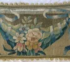 1332P  16TH CENTURY  A BRUSSELS TAPESTRY PILLOW  21 X 13
