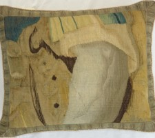 978P     A  17TH  CENTURY  FLEMISH  TAPESTRY  PILLOW  19 X 16