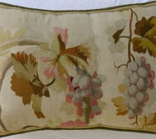 1120P     A  18TH  CENTURY  FRENCH  AUBUSSON  TAPESTRY  PILLOW  20 X 15