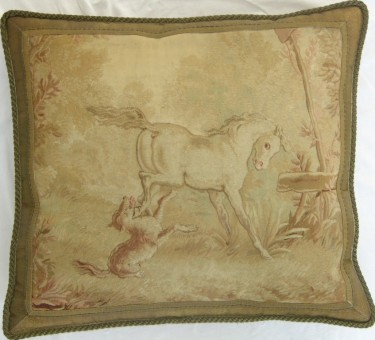 1173P    A  18TH  CENTURY  FRENCH  AUBUSSON  TAPESTRY  PILLOW 25 X 23