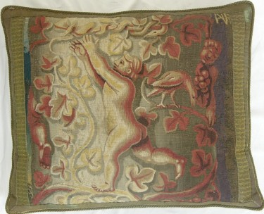 1270P     A 16TH  CENTURY  FLEMISH  TAPESTRY PILLOW 25 X 21