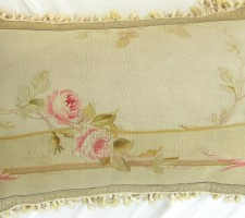 592P     A  CENTURY  FRENCH  AUBUSSON  TAPESTRY  PILLOW 24 X 16