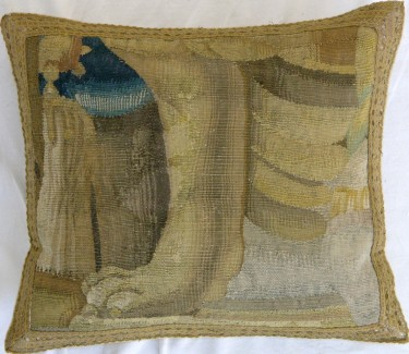 871P     A  16TH  CENTURY  BRUSSELS  TAPESTRY  17 X 16